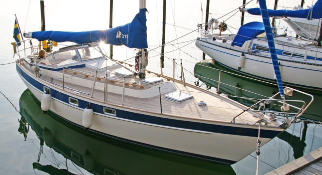 ... new friend's Adam and Camilla's wonderful Hallberg Rassy 312 for dinner.